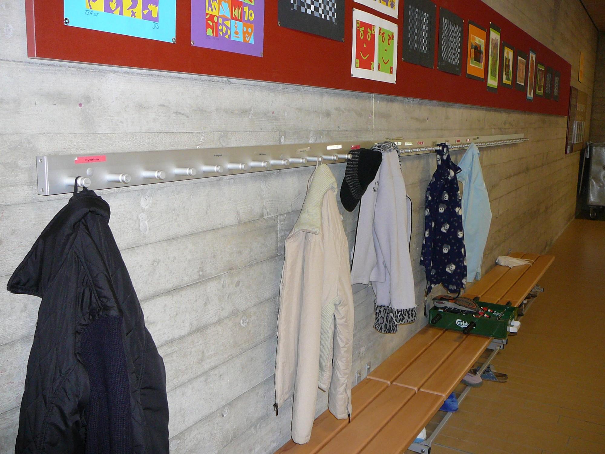 Amüsant Garderobenschrank Groß Foto Von Wandgarderobe Alu-line Mit Wandsitzbank