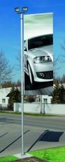 KELLER Qualitäts-Fahnenmasten alfa mit Lichtflutern kombiniert
