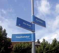 Beschriftung Signaletik Orientierungssystem für den Aussenbereich FRITZ